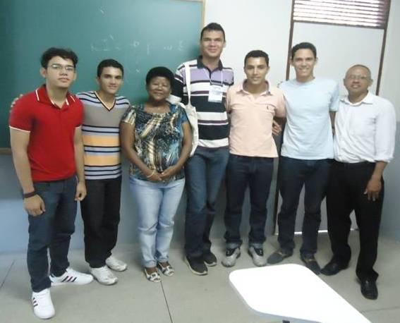 Profa. Rosalva e alunos do curso de Geografia do Cecen