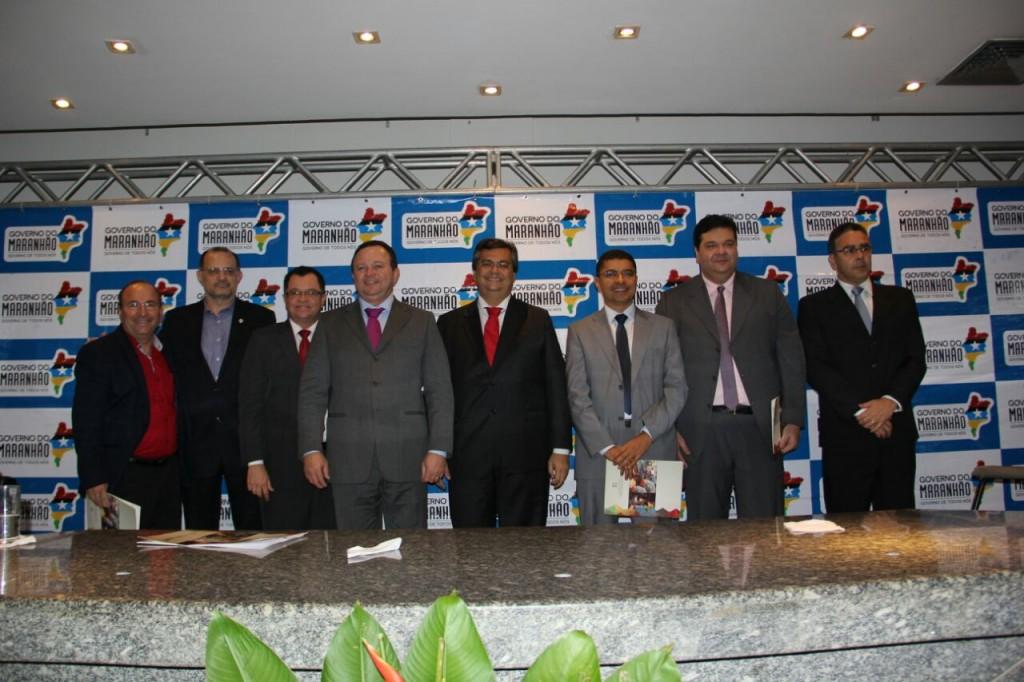 Autoridades que compuseram a mesa de abertura do evento