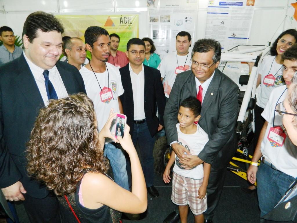 Governador é recebido pelo reitor Gustavo Costa no Estande da UEMA.jpg