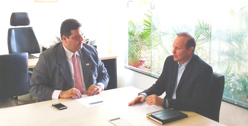 Reitor-Gustavo-Pereira-da-Costa-e-secretário-Márcio-Honaiser-discutem-parceria-no-ZAMA-2