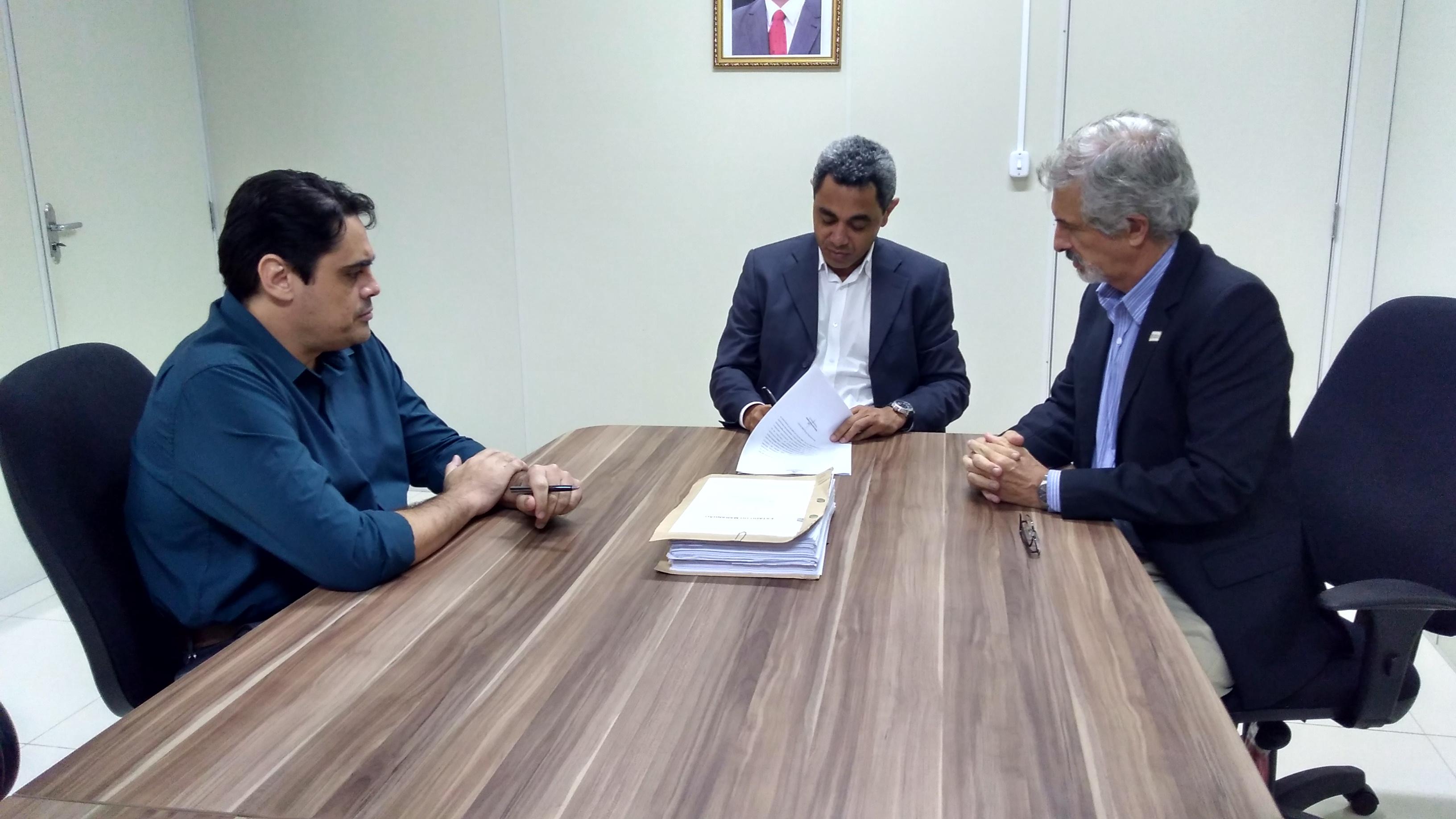 UEMA e CCL assinam Edital para construção de prédio  (1)