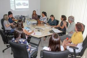 Vice-reitor da UEMA debate melhorias para laboratórios de Enfermagem da UEMA em reunião.