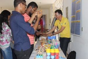 Alunos do PROFMAT expõem seus trabalhos no evento. Foto: