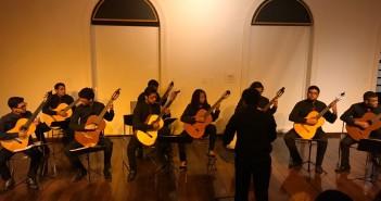 A Orquestra de Violões da UEMA-EMEM encantou o público, apresentando obras de autores considerados clássicos como Bach e Villa-Lobos. Foto: Divulgação.