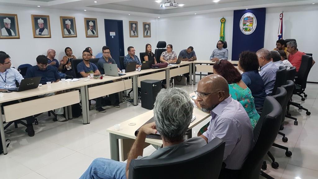 diretores de Centro, de Departamento e assessores em reunião com a Pró-Reitoria de Planejamento