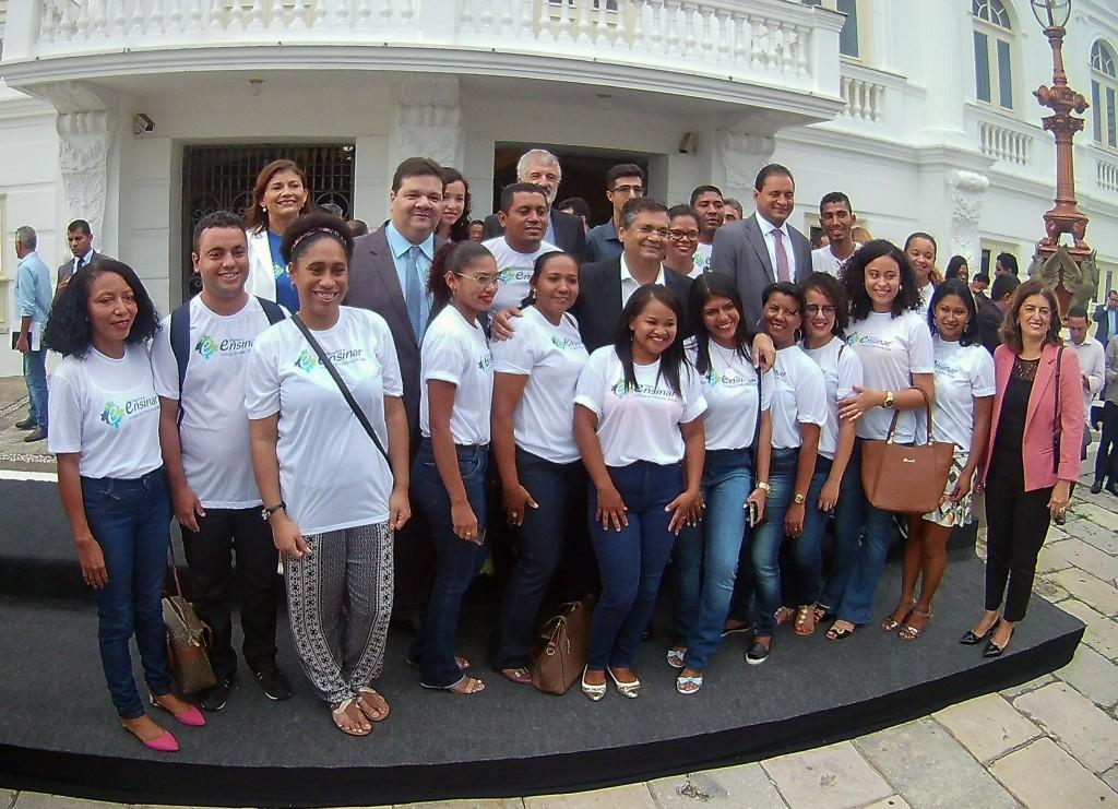 governador, deputado, reitor, gestores da UEMA e alunos do Programa Ensinar
