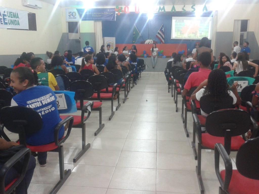 alunos durante a Gincana no auditório