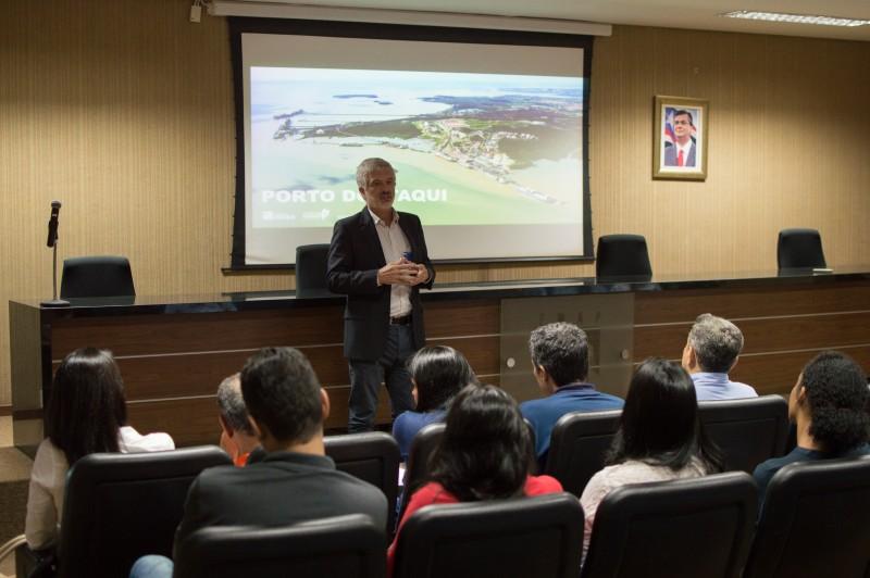 vice-reitor Walter Canales fala sobre os laboratórios da UEMA