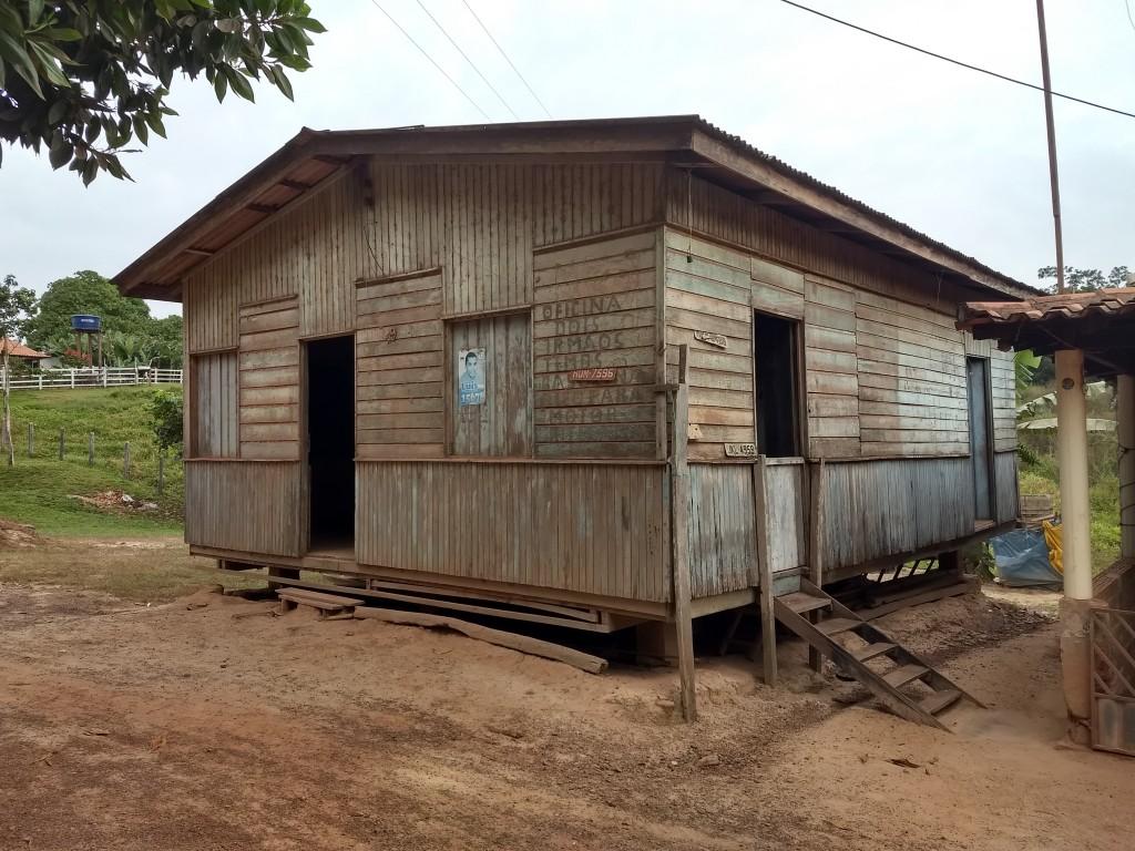 Casa pré-fabricada de madeira da Colone no Povoado BB, Zé Doca